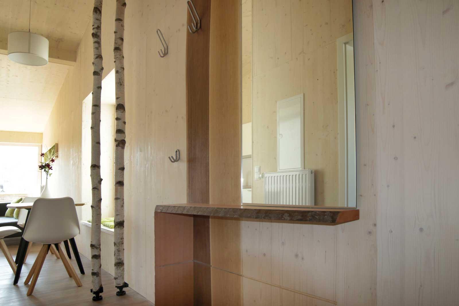 Im Eingangsbereich der Steigerwald Apartmens – Ferienwohnungen im Herzen Frankens.